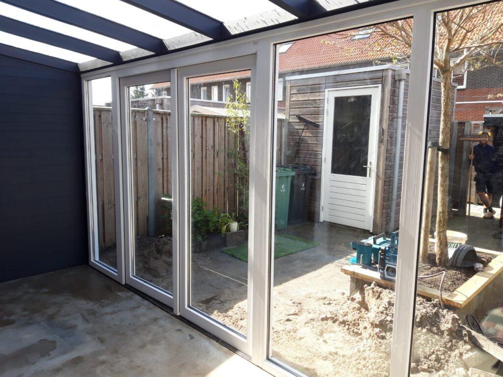 Kunststofkozijn4U Kunststof kozijnen - aluminium overkapping met kunststof tuindeuren - voor elke woning een passende oplossing