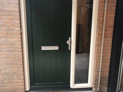 Kunststofkozijn4U Kunststof kozijnen - zwarte kunststof voordeur in Meppel